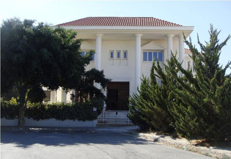 Detached villa for sale in Faneromeni area (LAC5735)  5 Bedr.....