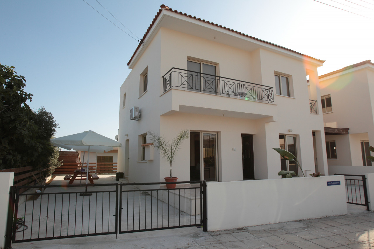 House (Detached) in Timi, Paphos for Rent  3 Bedrooms 3 Bath.....
