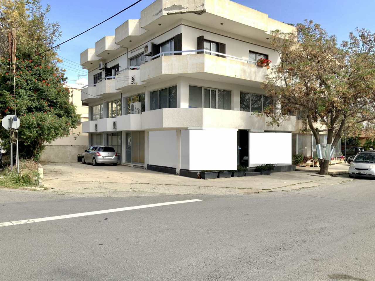 Commercial (Warehouse) in Strovolos, Nicosia for Rent  1 Bat.....