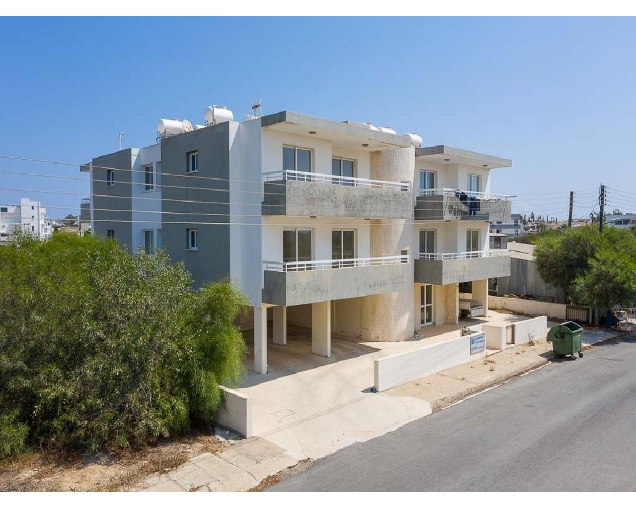Apartment Famagusta(Paralimni)  4 Bedrooms 2 Bathrooms 127 S.....