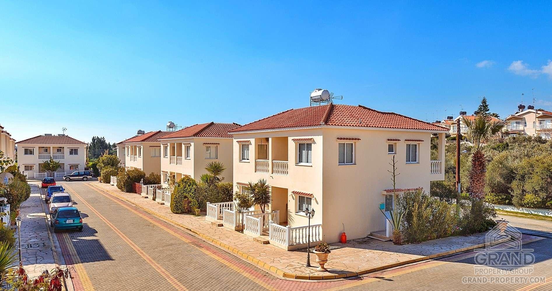 3174  Townhouse 2 Bedrooms 1 Bathroom 100 SqMt Larnaca Mazot.....