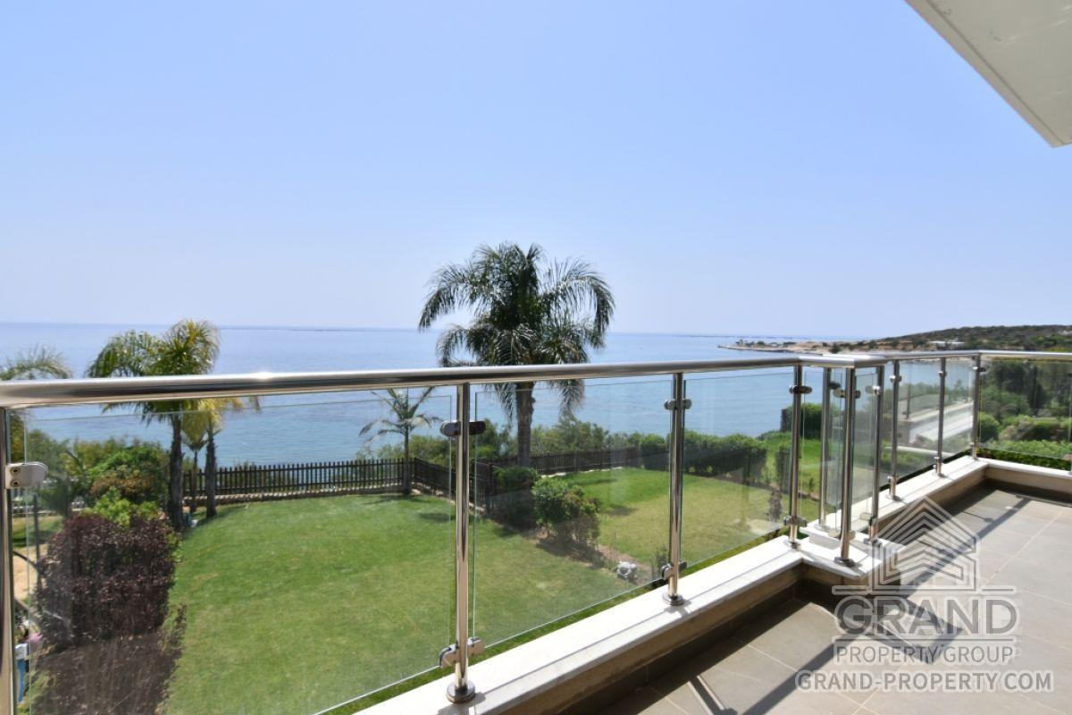 X10506  Townhouse 5 Bedrooms 4 Bathrooms 230.00 SqMt Limasso.....