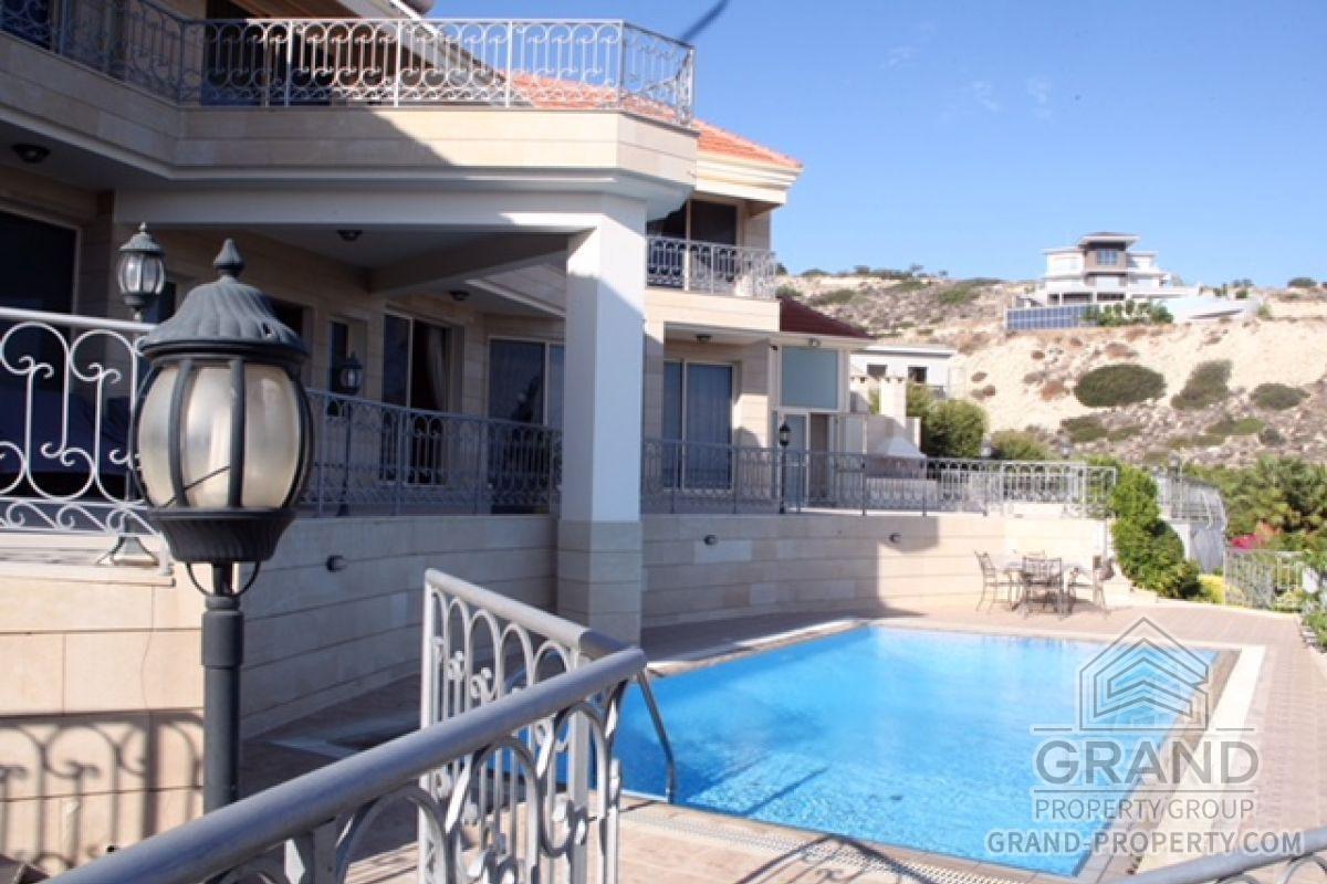 X14774  Villa 4 Bedrooms 5 Bathrooms 1000.00 SqMt Limassol A.....