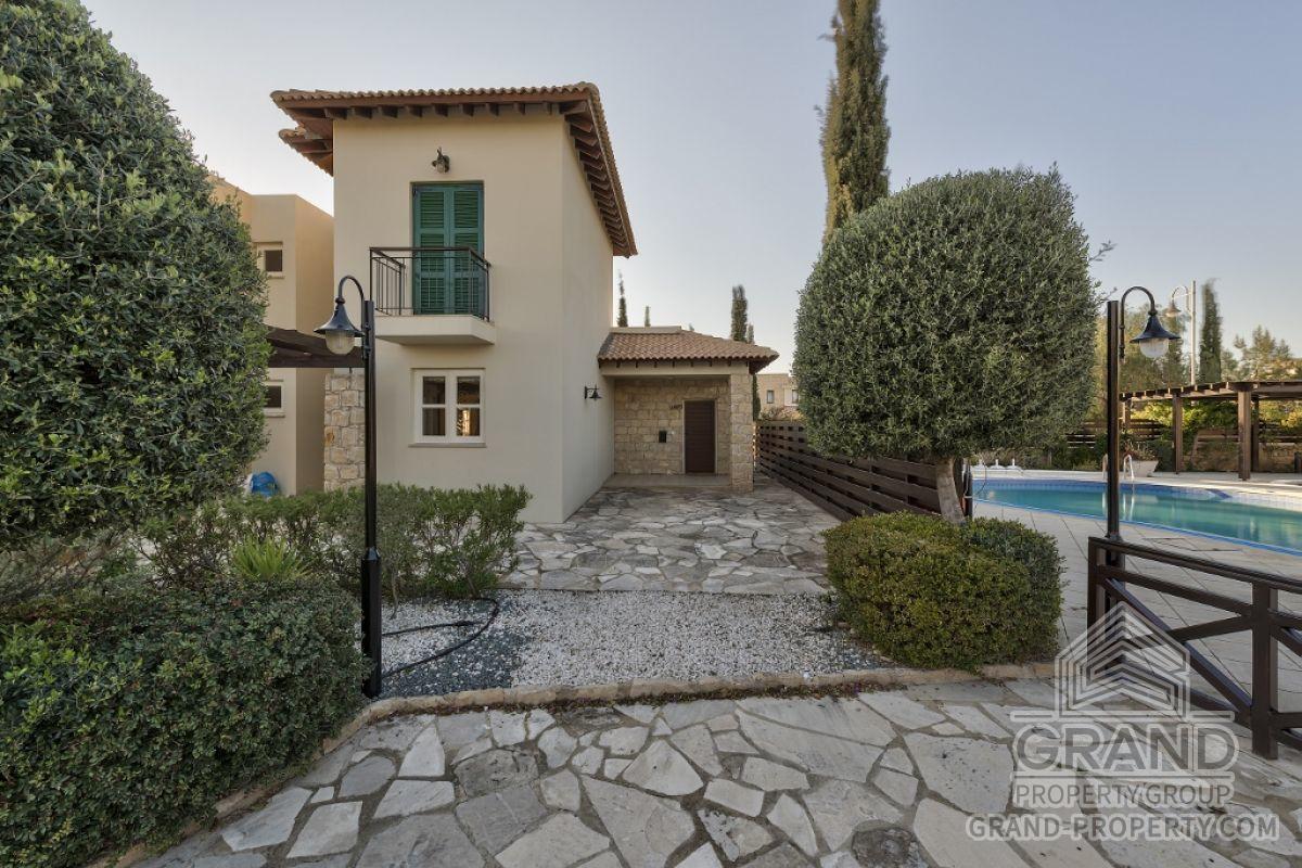 X2487  Townhouse 3 Bedrooms 2 Bathrooms 200.00 SqMt Paphos A.....