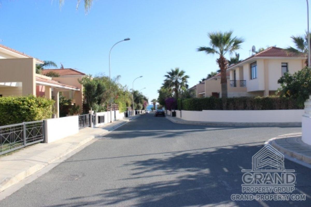X6728  Villa 2 Bedrooms 2 Bathrooms 140.00 SqMt Larnaca Dhek.....