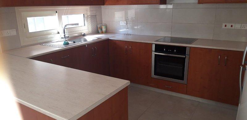 3 BEDROOMS UPPER FLOOR HOUSE IN NEAPOLIS AREA - LIMASSOL 2 B.....