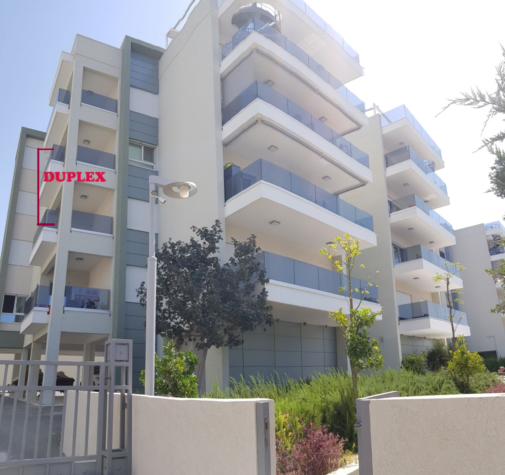 3 bedroom Duplex apartment 2nd/3rd floor with sea view in Am.....