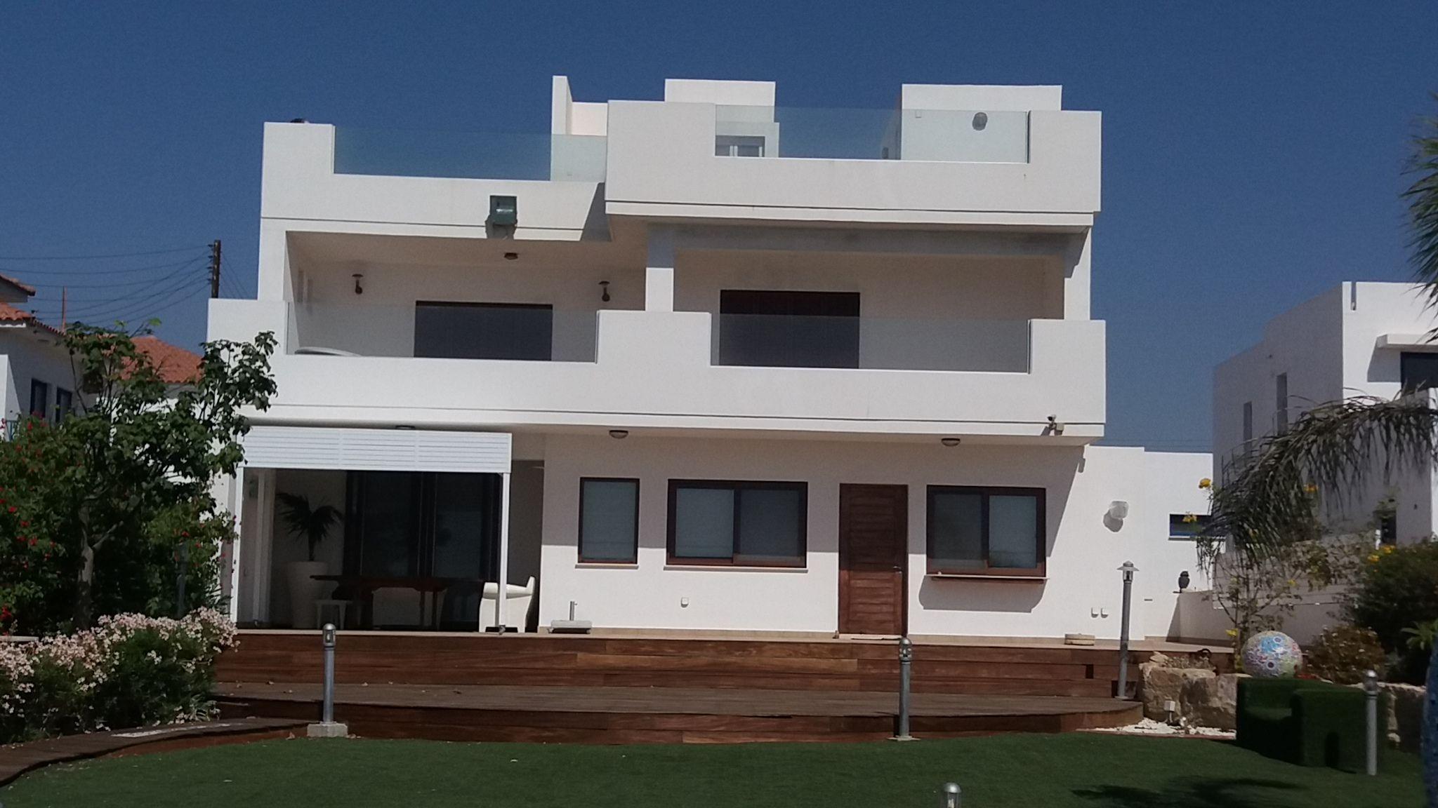 4 bedroom Beachfront beautiful Villa in Zygi, Larnaca  4 Bed.....