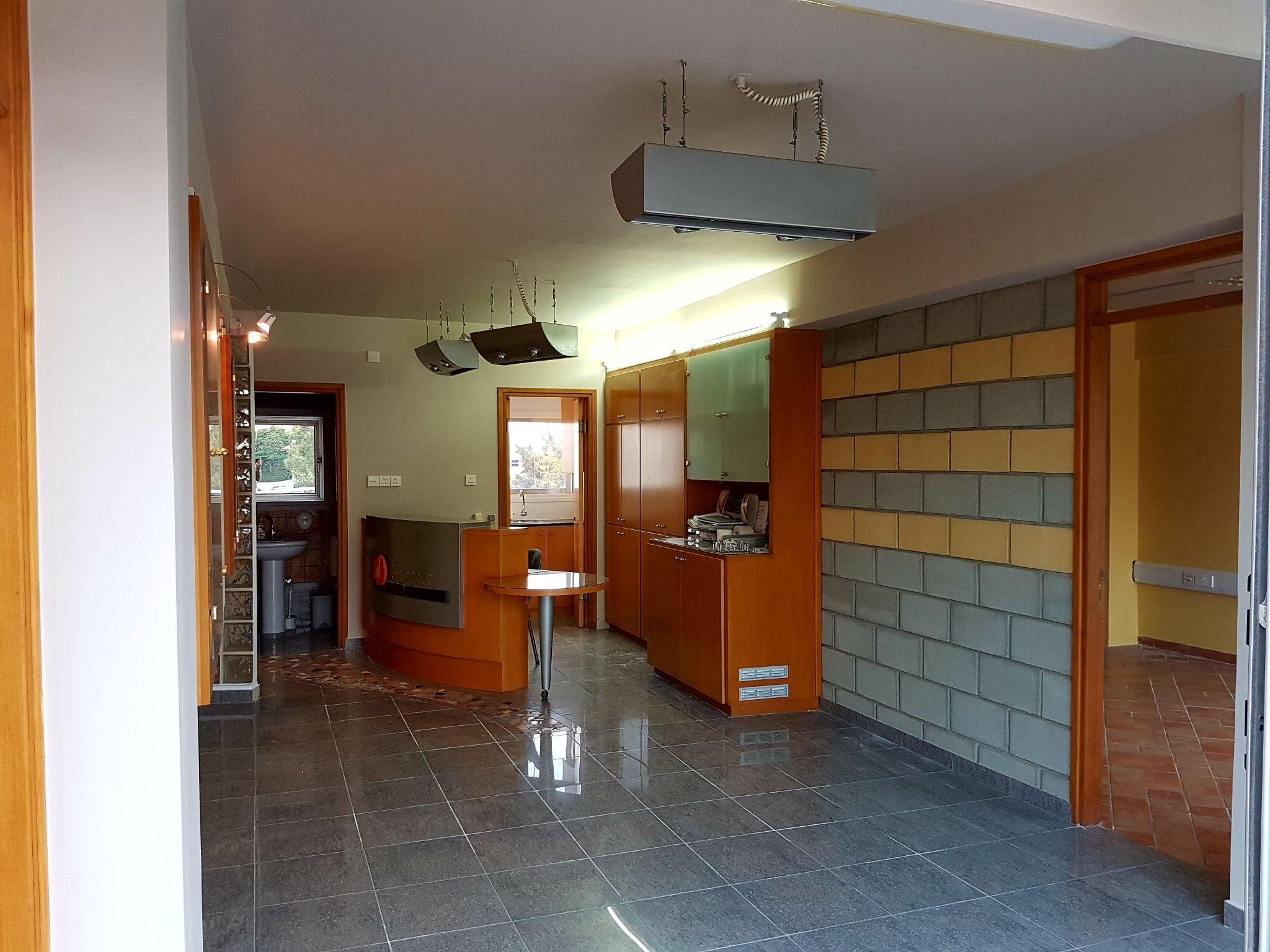 3 bedroom apartment in Mesa Yeitonia, Limassol  3 Bedrooms 1.....