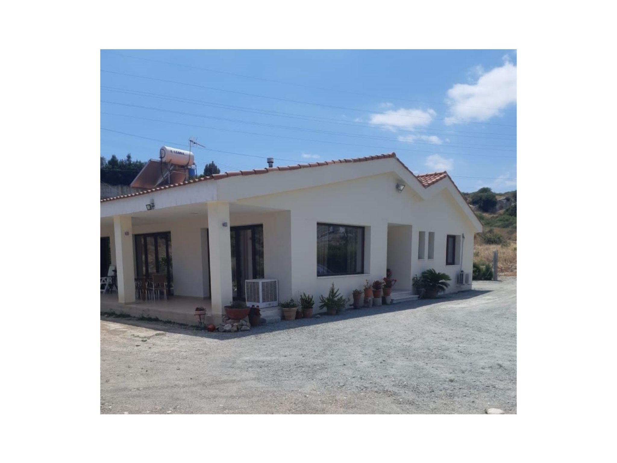 4 bedroom Bungalow in Pyrgos on 1175m2 of land  4 Bedrooms 2.....