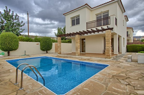 Peyia : 3 Bedroom Detached House For Long Term Rental Peyia.....
