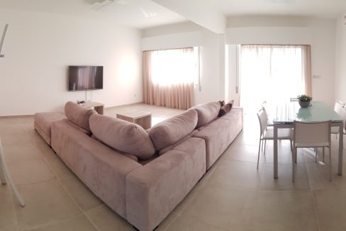 FULL RENOVATED 4 BEDROOM APARTMENT 4 BATHROOMS, IN THE 3D FL.....